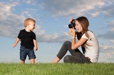 mum-taking-photo