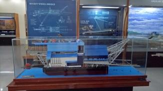 Miniatur Kapal Keruk Kundur.jpg